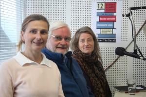 Das Team vom  Diakonischen Werk für Bonn und Region Ulrich Hamacher und Lena von Seggern im Interview mit Christine Molner